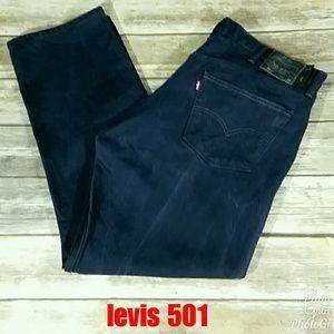Levis 501 dark blue jeans with black label